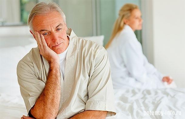 Пожилой мужчина в постели